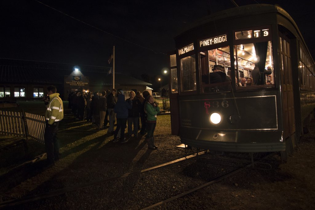 In front of the Connecticut Trolley Museum, visitors wait to board a trolley car headed for the woods. (Credit: Ziwei Zhang)
