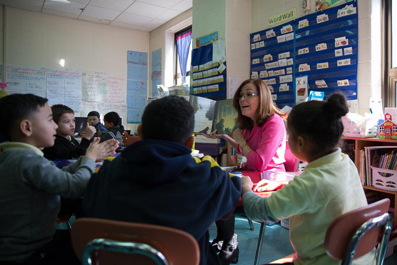 Nilda Medina, a first-grade bilingual teacher at Sanchez Elementary School in Hartford, teaches students about the seasons. About half of the students in the class are evacuees from Puerto Rico. Photo by Ryan Caron King for Connecticut Public Radio