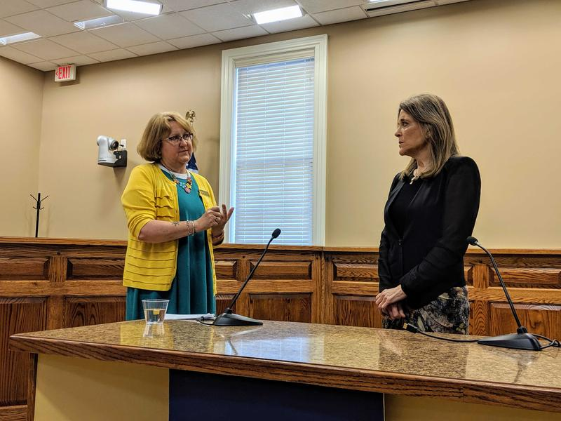 New Hampshire state Rep. Wendy Thomas, left, talks with Democratic presidential candidate Marrianne Williamson about PFAS chemicals in Merrimack. Photo by Annie Ropeik for NHPR