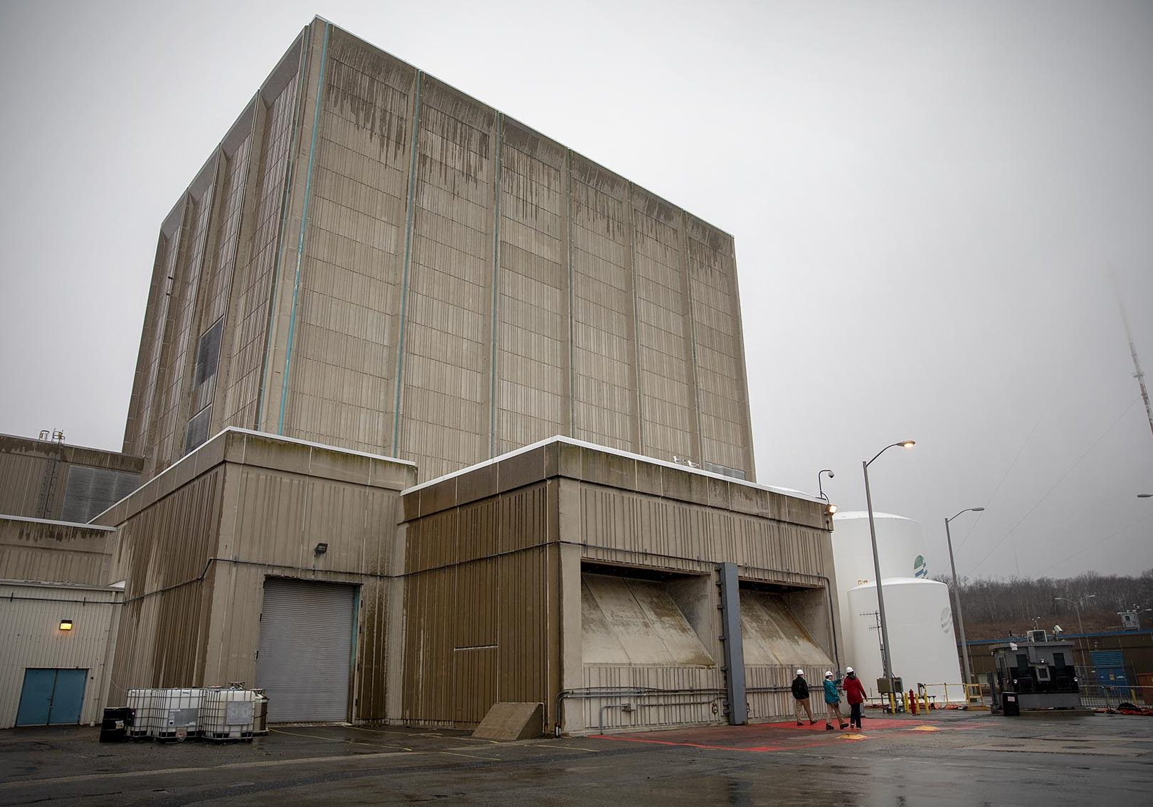 The Pilgrim nuclear reactor building. Photo by Robin Lubbock for WBUR