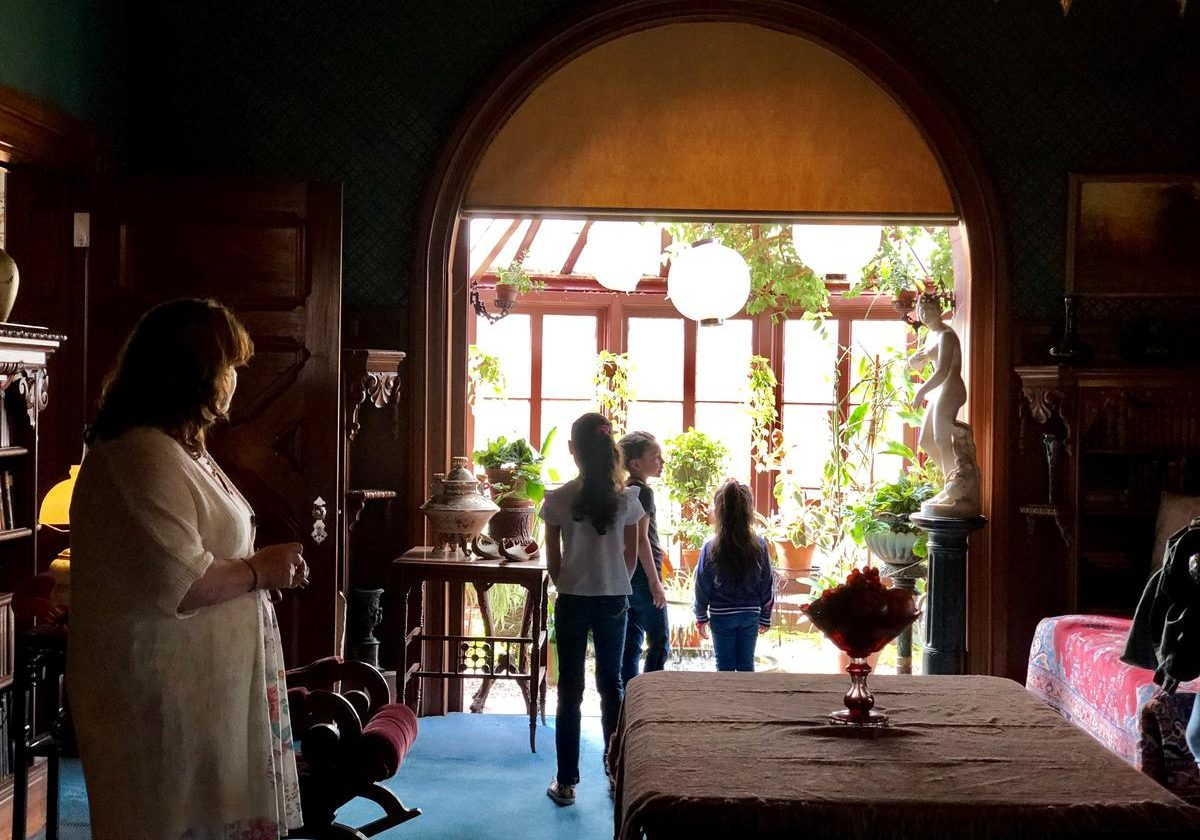 Puerto Rican evacuees were guests at the Mark Twain House during a recent private tour of the national historic landmark in Hartford. Photo by Vanessa de la Torre for Connecticut Public Radio